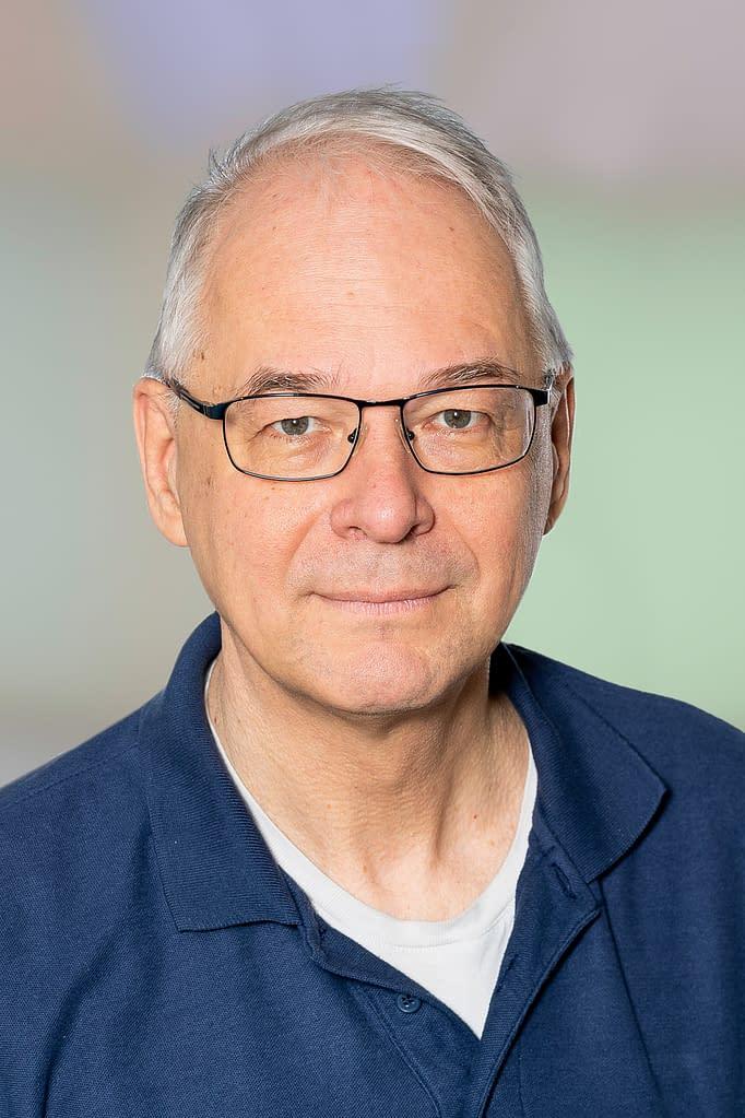 Dr. med. Otto IJsselmuiden ist Dermatologe in der Praxis am Bahnhof