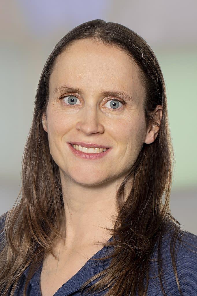 Dr. med. Franca Grischott in der Praxis am Bahnhof Rüti ZH