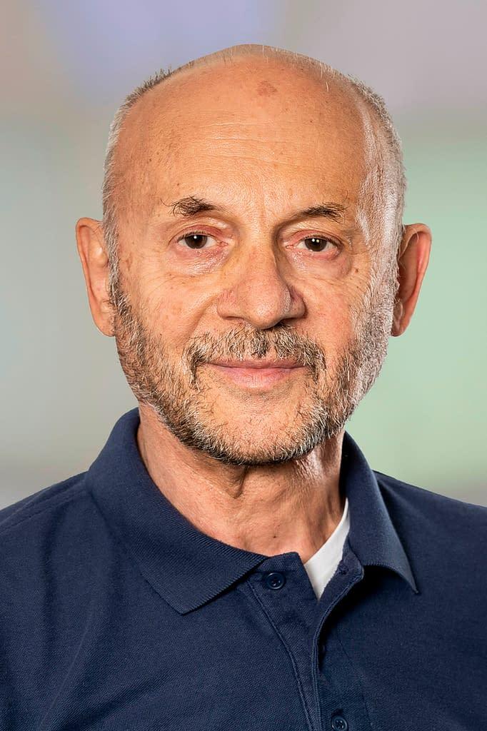 Dr. med. Anastasios Voutsas in der Praxis am Bahnhof Rüti ZH