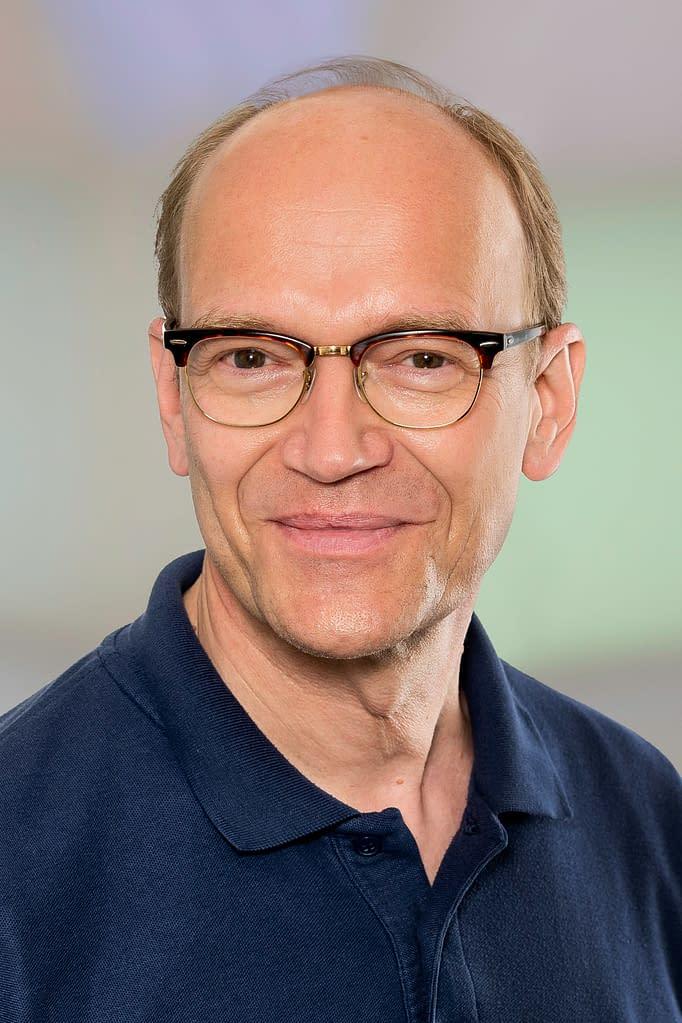 Dr. med. Norbert Röser in der Praxis am Bahnhof Rüti ZH